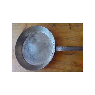 Die Zinnschicht unserer Kupferpfanne bekommt mehrere graue bis schwarzgraue Flecken… - Die Zinnschicht unserer Kupferpfanne bekommt mehrere graue bis schwarzgraue Flecken…